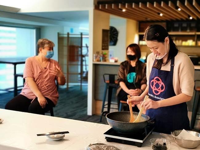 comenlive_wk14-cooking3.jpg