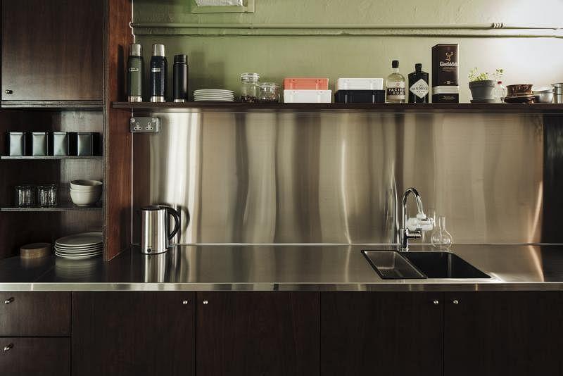 不锈钢打造的厨房台面容易清洗。