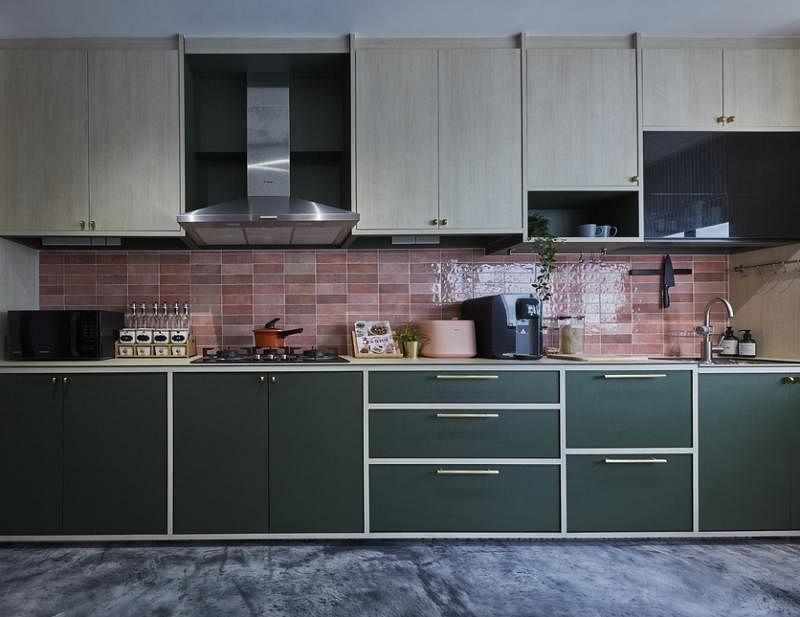 厨房与公共空间配色一致。