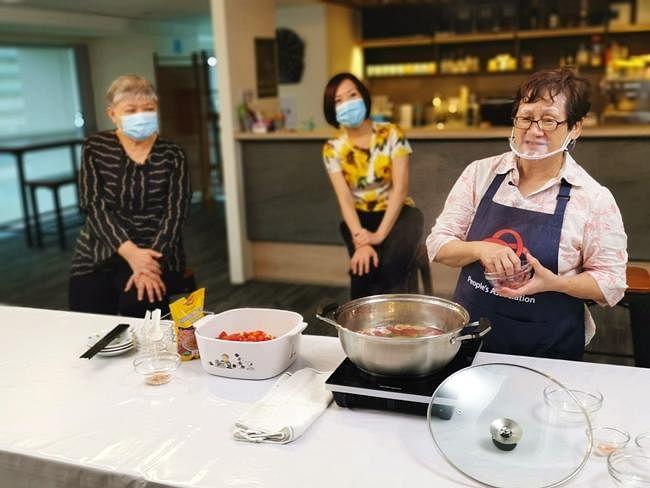 comenlive_wk18_cooking5_finale.jpg