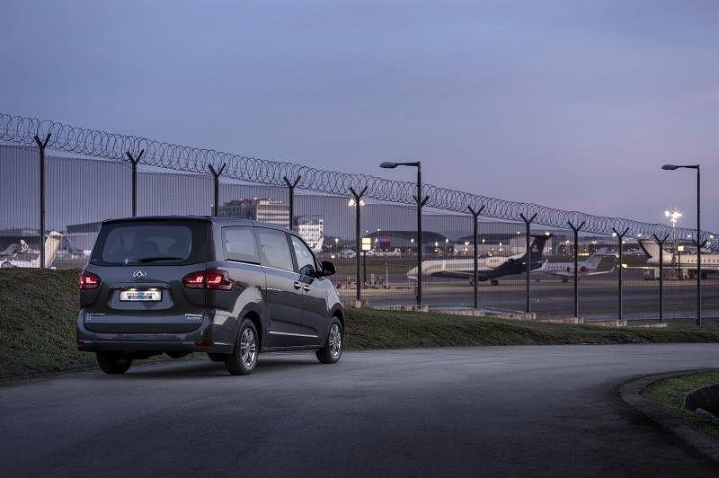 车子有大型MPV应有的气场,整体商务感浓厚。