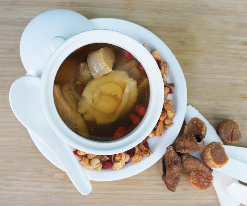 虫草花鲍鱼枸杞鸡汤是疫情期间特别推出的健康汤品。