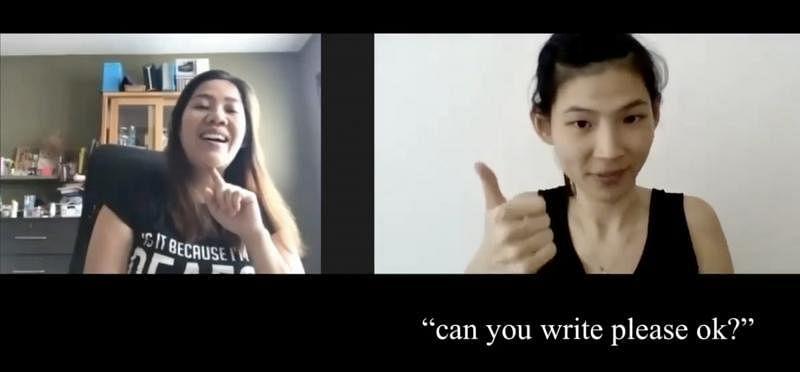 梁惠姗(左)采访聋人妈妈,视频全程用手语呈现。(受访者提供)