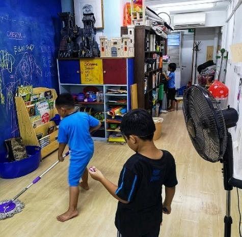 小朋友除了放学后在3P Community Arts Lab参与美术活动,还会主动打扫干净。(叁南瓜提供)