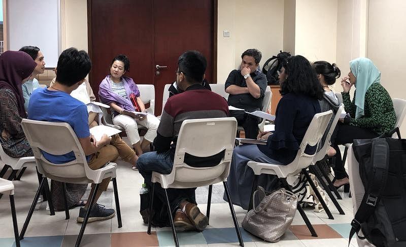 """每个月举办的""""经文辩读""""会谈是IYC的主要活动之一,近期因受疫情影响而改在线上举行。"""