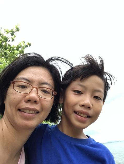 李慧丽(左)和儿子黄纬喆一起到大自然里活动,除了认识到保护环境的重要性,也促进亲子关系。(受访者提供)