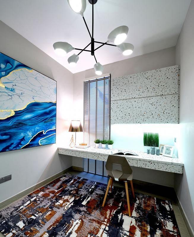 像绘画室的书房,书桌面和书橱以特别的美耐板打造。