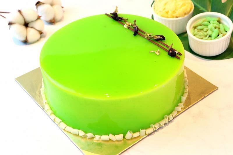 新加坡万豪董厦酒店以猫山王榴梿和浆绿为主题的蛋糕。