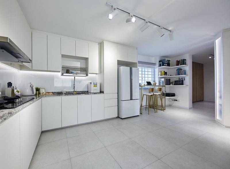 厨房、饭厅和工作室纳合于一体。