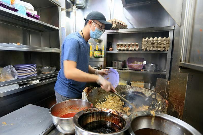 黄俊铭去年到摊位帮忙,正式接手家族生意。
