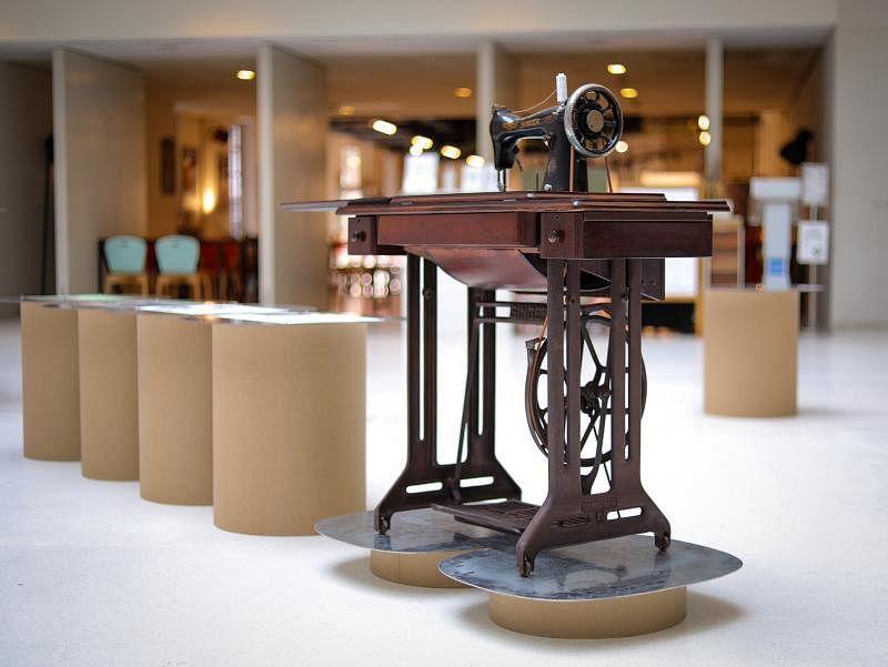 Studio Juju修理了这台缝纫机后还将它变为一张桌子。