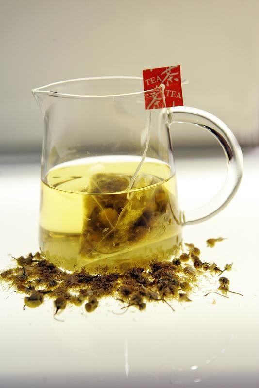 适量喝些洋甘菊茶或薄荷茶,有助于消食健脾。(档案照)