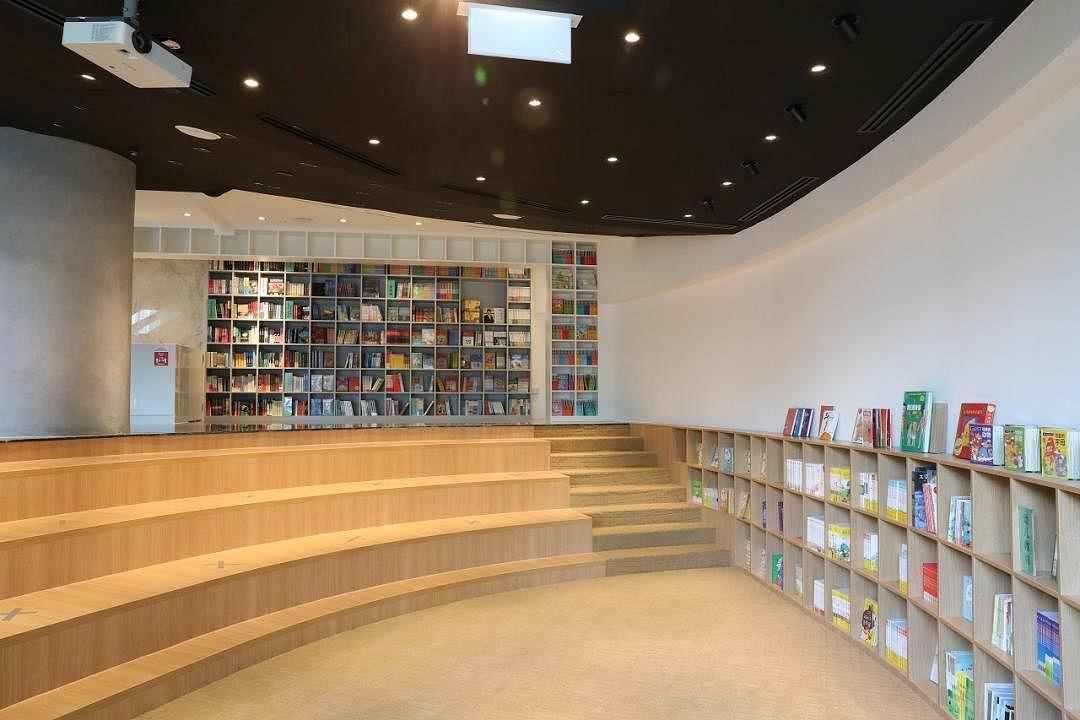 zall_bookstore_-_3_Medium.jpg
