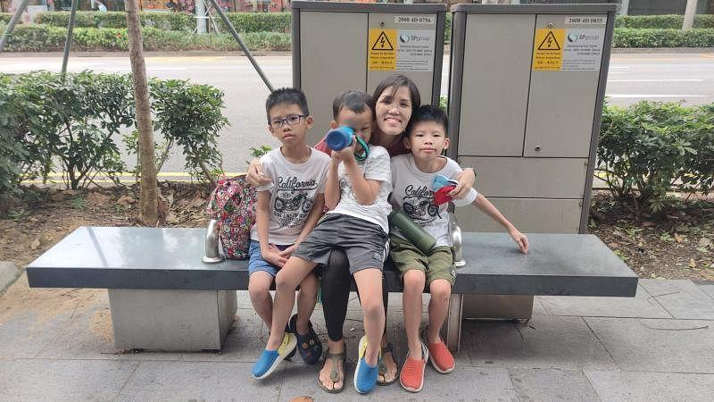身为全职看护,蔡慧艳平日负责照顾家中三名特需小孩,包括侄儿蔡文浩(左一)和蔡文炜(右一),以及儿子符仁杰(左二)。(受访者提供)