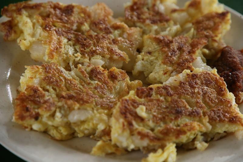 合众菜头粿的菜头粿呈方形块状,散发着诱人蛋香,口感外酥里嫩。