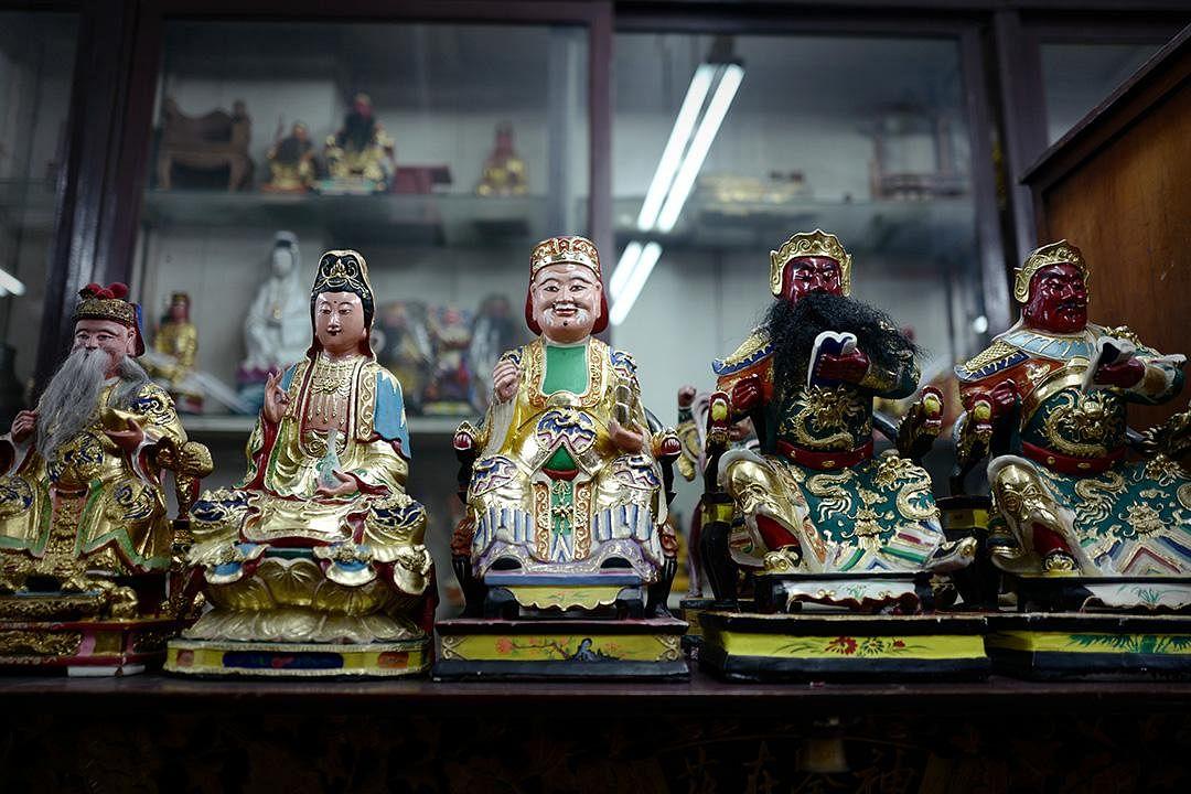 saytianhng-buddha-shop-taoist-deities-on-display_Large.jpg