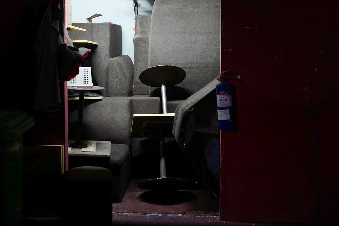 hawaii-cabaret-and-nite-club-backstage-chairs.jpg