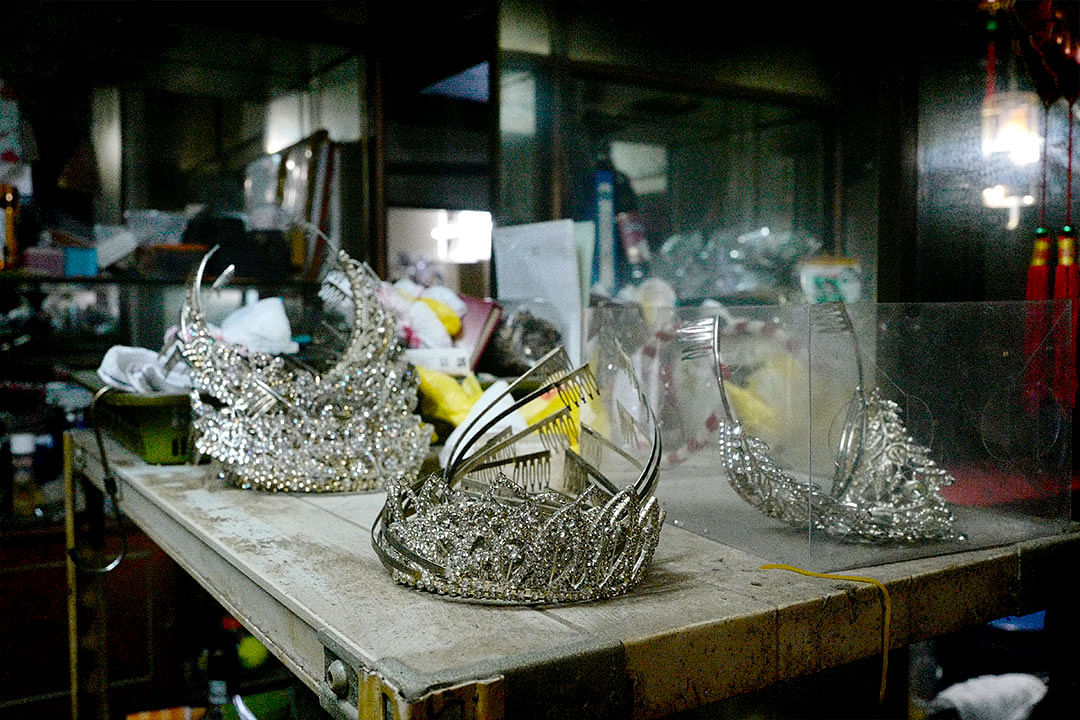 hawaii-cabaret-and-nite-club-performer-tiaras.jpg