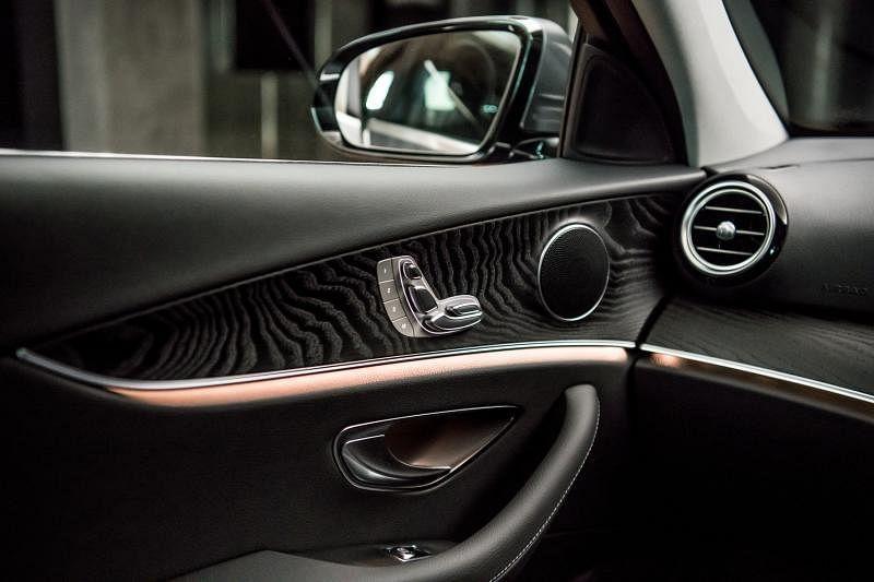 新一代E200车室设计更时尚年轻,智慧与感性兼具。