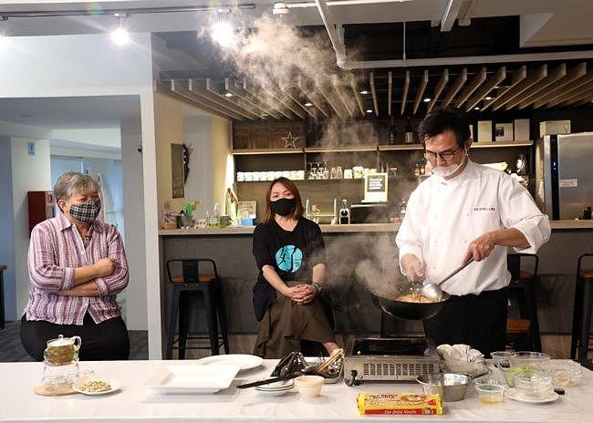 comenlive_wk9_cooking2.jpg