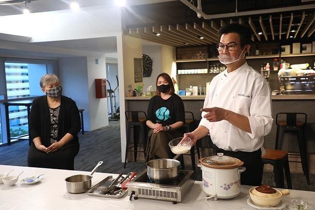 comenlive_wk9_cooking3.jpg
