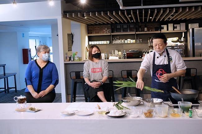 comenlive_wk10_cooking5.jpg