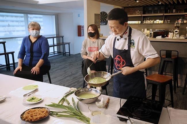 comenlive_wk10_cooking1.jpg