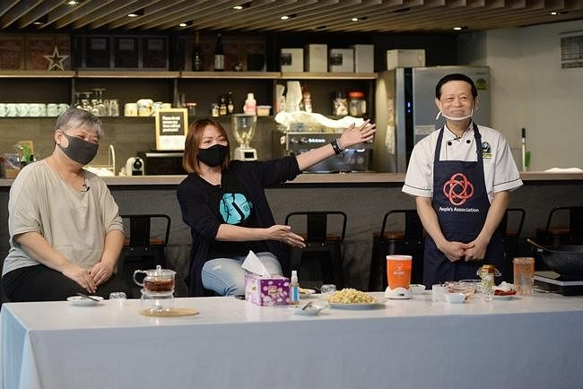 comenlive_wk10_cooking2.jpg