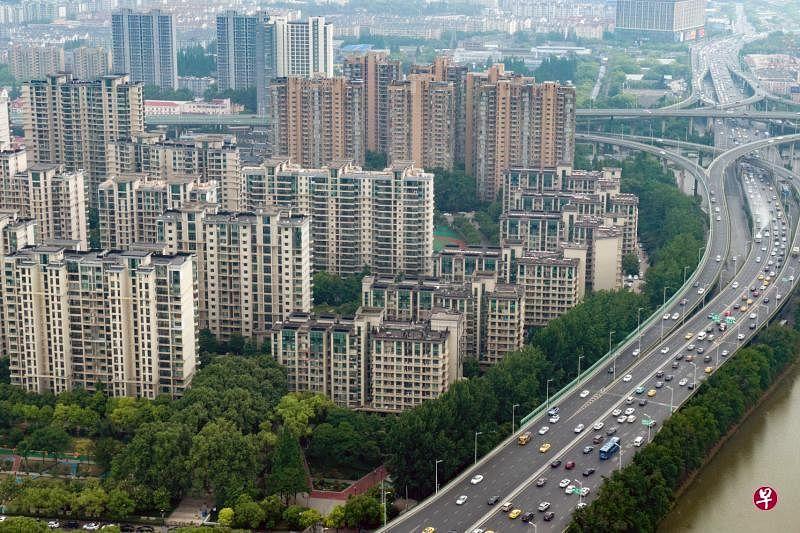 专家认为,中国官方可能在房地产税立法完成之前,率先在部分城市推出试点。图为南京一处楼盘。(中新社档案照)