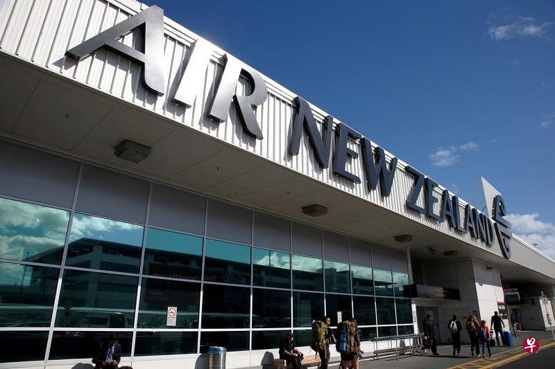 新西兰将从10月起允许少量回国公民或居民在家中自我隔离而无须到官方指定设施进行隔离,为新西兰分阶段重新开放边境踏出一步。(路透社)