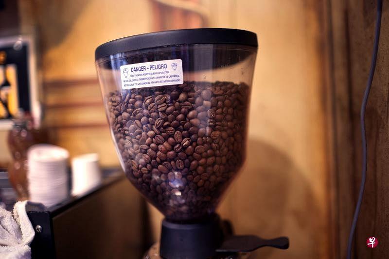研究小组对参与亚洲队列联盟的韩国、中国、日本、新加坡四国共33万人进行长达12.5年的跟踪调查,发现多喝咖啡降低死亡风险的效果显着。(法新社)