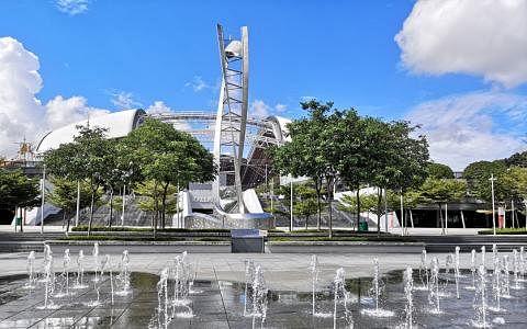 时间囊就安置在第28届东运会圣火台前方。